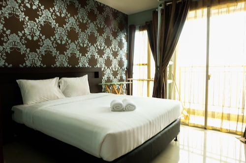 . 1 BR Thamrin Residence City View By Travelio