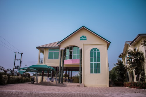. Sheilas Executive Hotel & Lodge