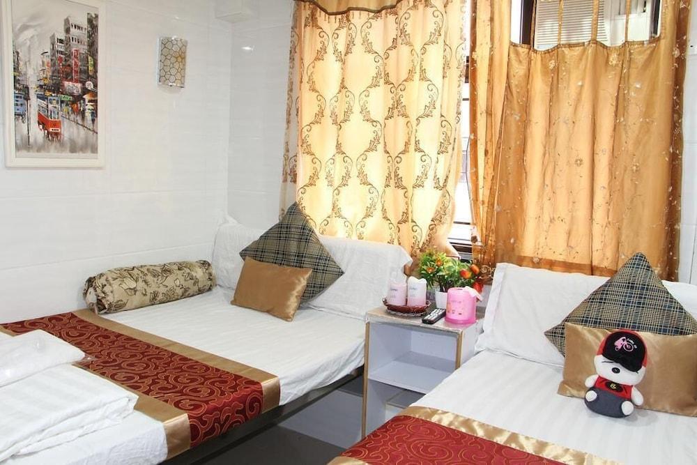 https://i.travelapi.com/hotels/23000000/22100000/22092700/22092696/3bc9270b_z.jpg