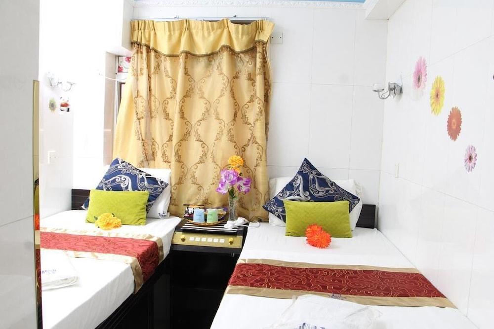 https://i.travelapi.com/hotels/23000000/22100000/22092700/22092696/f02d9db2_z.jpg