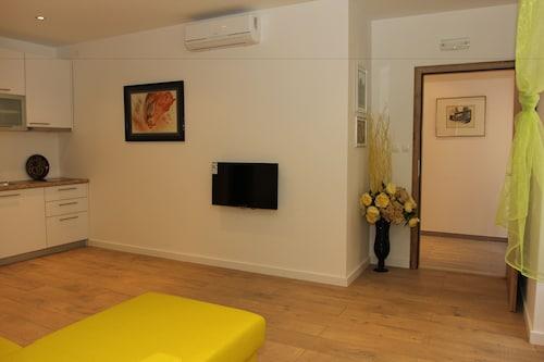 Apartments Brazza Heritage, Supetar