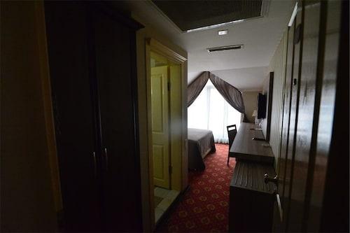 Hizel Hotel, Merkez