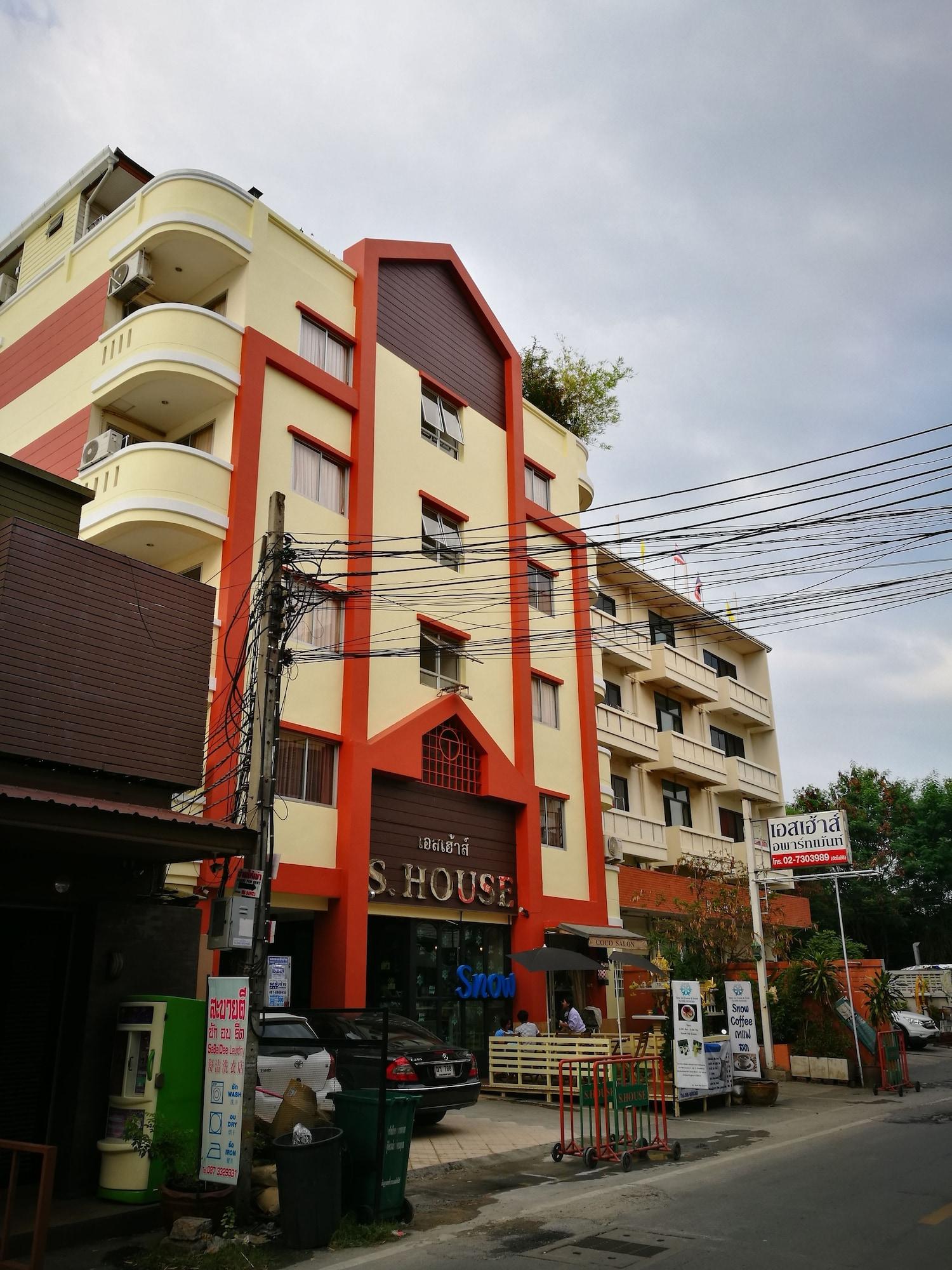 The Hubitat, Prakanong