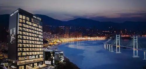 . Sky View Hotel