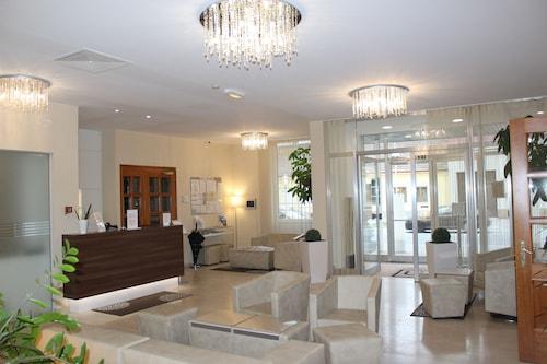__{offers.Best_flights}__ Hotel Michael