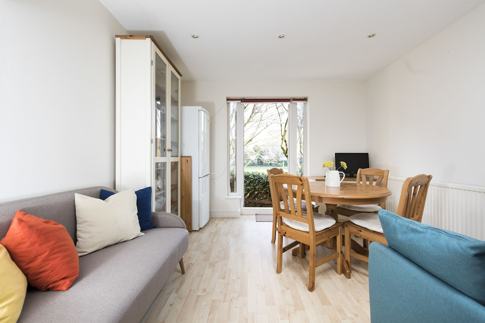 Waterside 2BR House with Garden by the O2 Arena