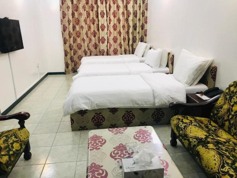 スカイ ホテル アパートメンツ