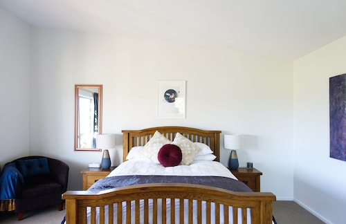Tasman Hill Lodge - Adult Only, Tasman
