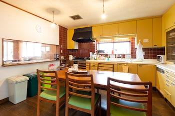 YUZAN GUESTHOUSE ANNEX - HOSTEL Shared Kitchen