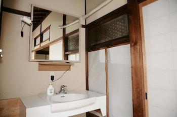 YUZAN GUESTHOUSE ANNEX - HOSTEL Bathroom Sink
