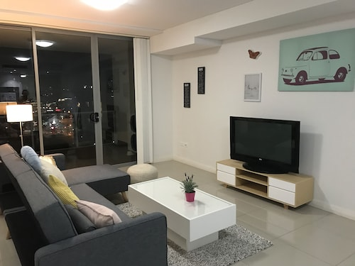 Chic & Cosy Apartment near Airport and CBD, Botany Bay