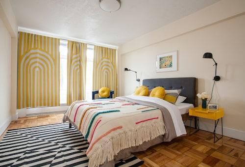 One Bedroom Apartment in Brookline by Namastay, Norfolk