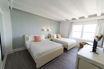 Deluxe Suite, 2 Double Beds, Ocean View