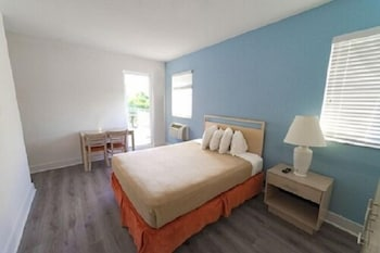 Economy Room, 1 King Bed Balcony, Ocean Surf Tower