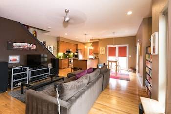 Modern Marvel Luxurious 3BR House in DT
