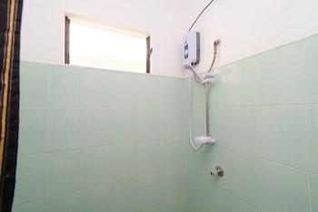 ZEN ROOMS MAHOGANY UPLAND DUMAGUETE Bathroom Shower