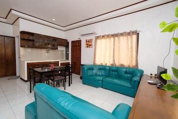 ZEN ROOMS MAHOGANY UPLAND DUMAGUETE Living Area