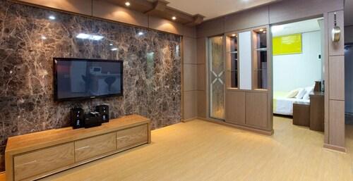 November Resort, Pohang