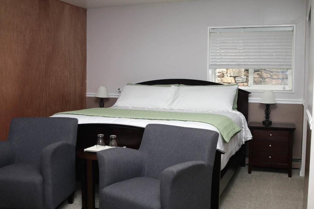 Room, Private Bathroom (Aspen Room)