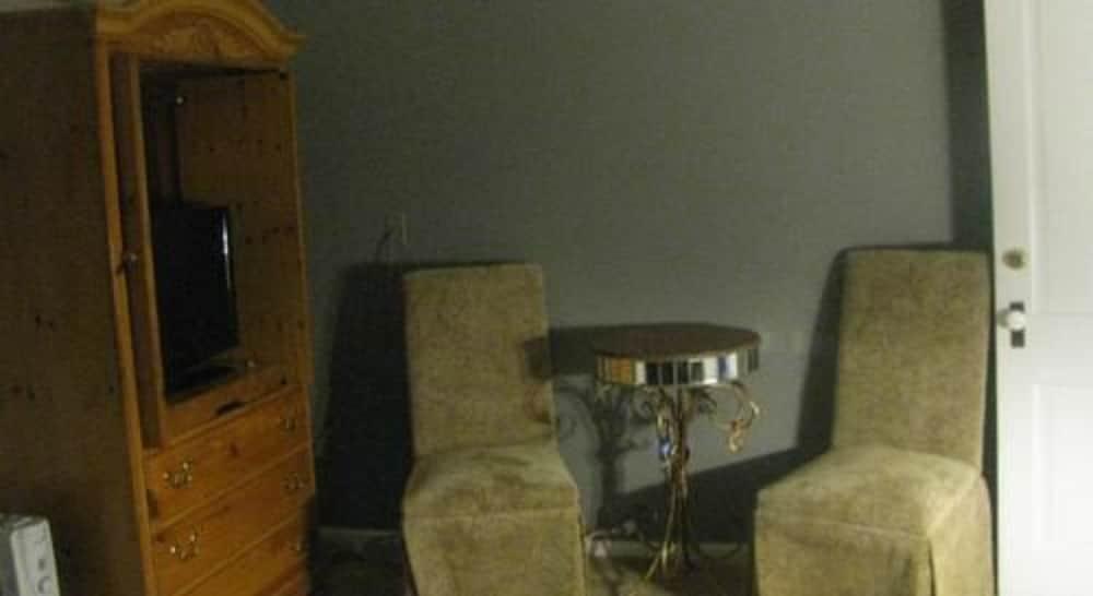 Room, Private Bathroom (Madam Lou Bunch Room)