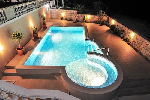 Pontus Luxury Apartments