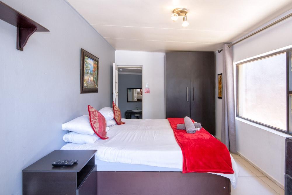 https://i.travelapi.com/hotels/23000000/22240000/22236400/22236316/c20c2444_z.jpg