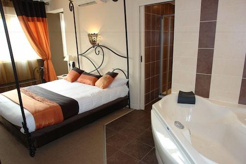 __{offers.Best_flights}__ Brit Hotel Olympia