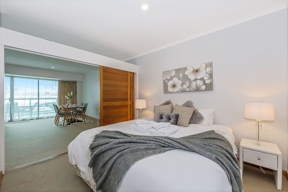 Waterfront 1BR Princes Wharf Apartment