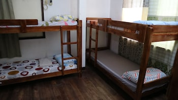8TH STREET GUESTHOUSE - HOSTEL