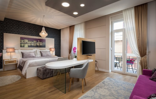 VIP ROOMS, Split