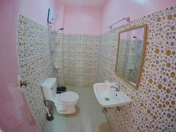 GUILLY'S PLACE Bathroom