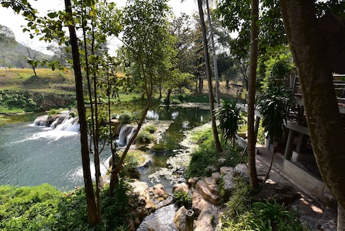 Uncle Jo Creek, Muak Lek