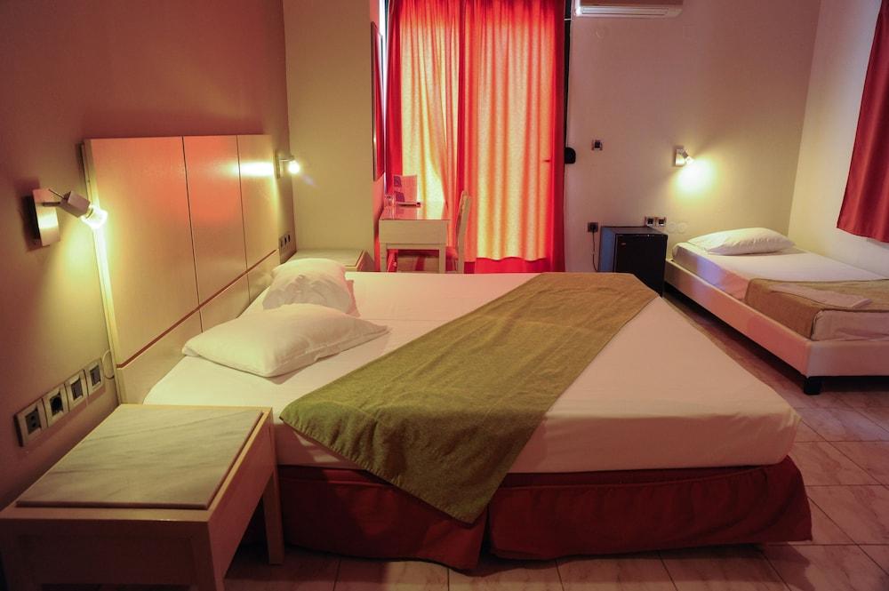 https://i.travelapi.com/hotels/23000000/22330000/22327700/22327700/06687edd_z.jpg