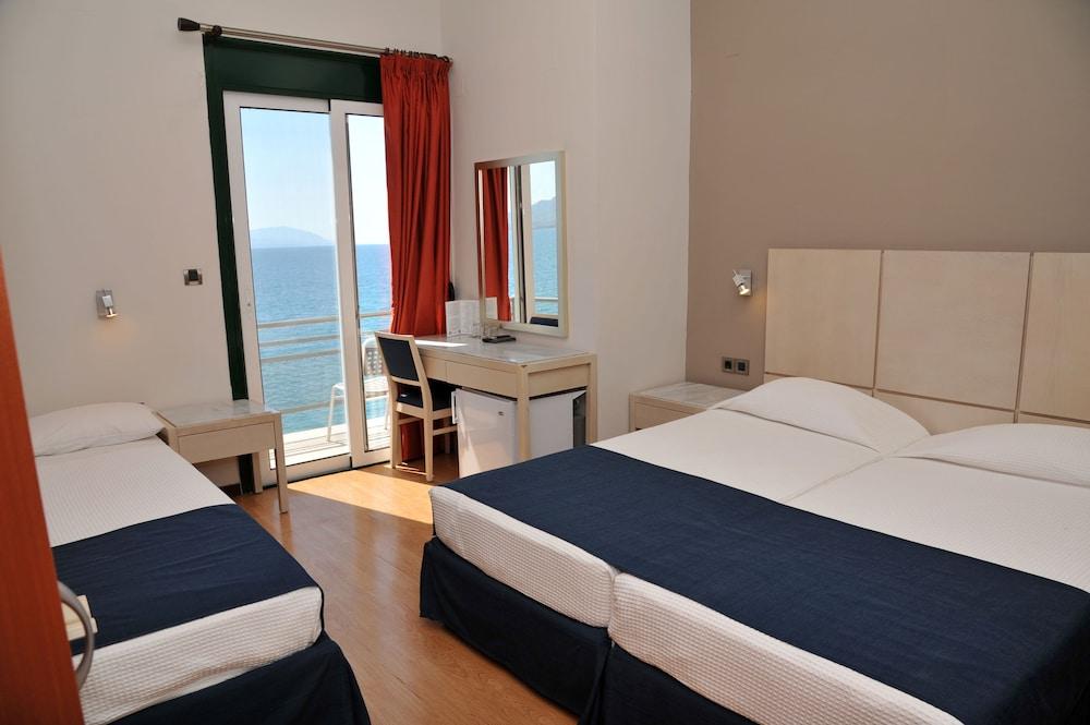 https://i.travelapi.com/hotels/23000000/22330000/22327700/22327700/493a691b_z.jpg