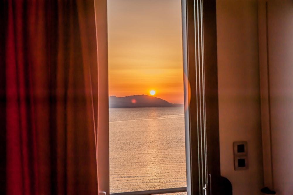 https://i.travelapi.com/hotels/23000000/22330000/22327700/22327700/5cbf6641_z.jpg