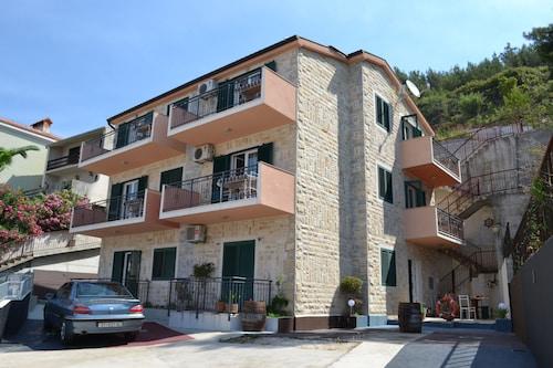 Apartments Borzic, Omiš