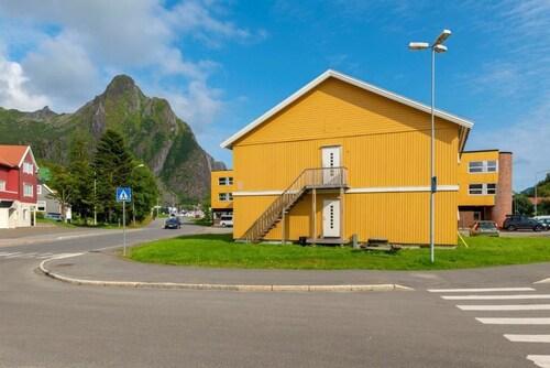 Svolværgeita Hotel, Vågan