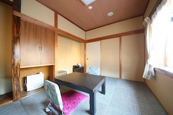 Japanese Style Tatami Room, Small Size, Smoking for 2 Guests