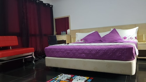 Residence DB, Ingombota