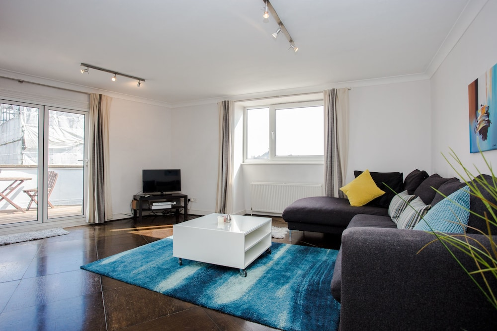 Bright, Modern 2 Bed in Maida Vale