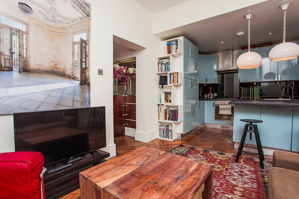 Stylish 3 Bed Apartment Next to Hyde Park