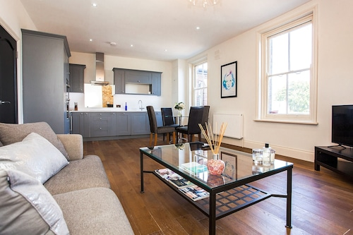 Newly Renovated 2 Bed in Wimbledon Village, London