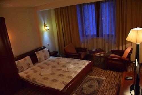 HOTEL DENIS, Priština
