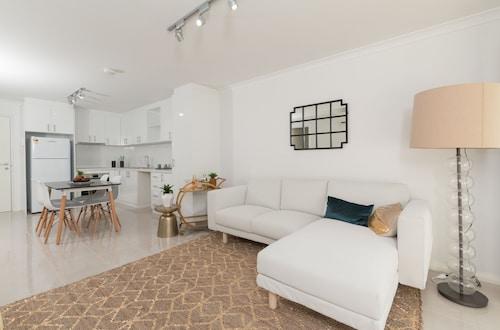 Lakeview Suite 15, Rockingham