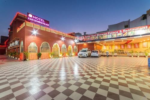 . Hotel Hari Bhawan Palace