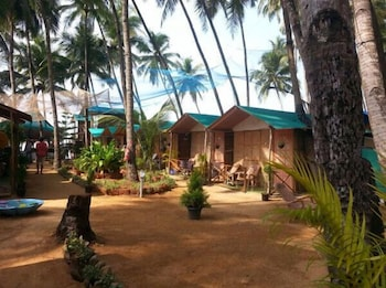Hotel - Royal Touch Beach Huts & Restaurant