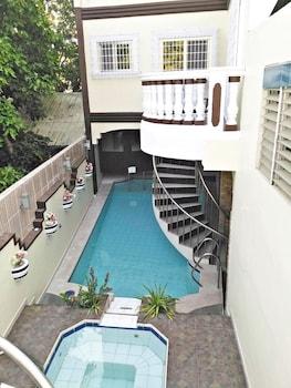 COOL MARTIN RESORT HOTEL Outdoor Pool