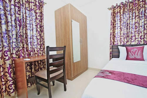 OYO 7153 Hotel Amber, Mumbai City
