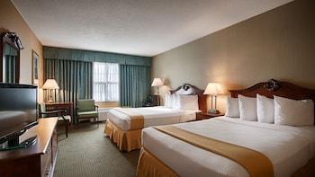 Guestroom at Clarion Inn Falls Church-Arlington in Falls Church