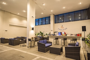SAVOY HOTEL MANILA Poolside Bar